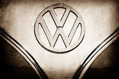 Volkswagen Bus Photograph - 1964 Volkswagen Vw 21-window Bus  Emblem -0435s by Jill Reger