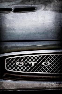 Vintage Pontiac Photograph - 1967 Pontiac Gto Grille Emblem -0334ac by Jill Reger