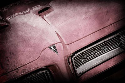 Vintage Pontiac Photograph - 1968 Pontiac Gto Grille Emblem -0740ac by Jill Reger