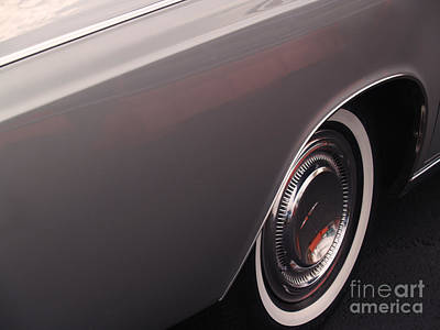 Lincoln Photograph - 1968 Vintage Lincoln Sedan Fender by Anna Lisa Yoder