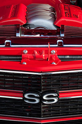 Chevy Ss Wall Art - Photograph - 1970 Chevrolet Chevelle Ss Grille Emblem - Engine -0171c by Jill Reger