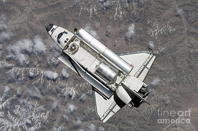 Component Photograph - Aerial View Of Space Shuttle Discovery by Stocktrek Images