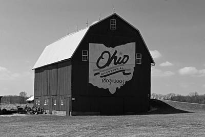 Photograph - Bicentennial Barn by Michiale Schneider