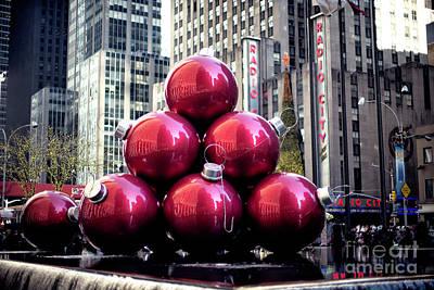 Photograph - Christmas At Rockefeller Center by John Rizzuto
