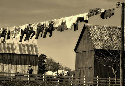 Amish Farms Photograph - Clothes On The Line - Amish Farm by L O C