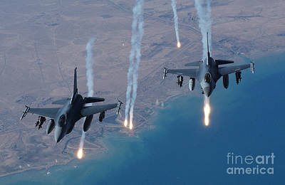 Iraqi Photograph - F-16 Fighting Falcon by Air Force