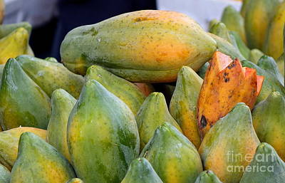 Photograph - Fresh Papayas For Sale by Yali Shi