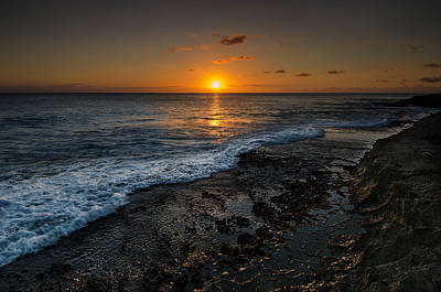 Photograph - Honolulu Sunset by Tin Lung Chao