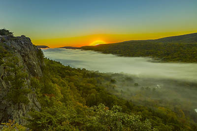 Photograph - Lake Of The Clouds Sunrise by Jack R Perry