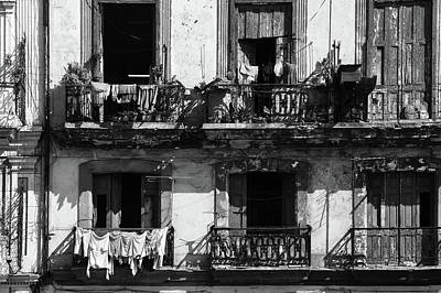 Photograph - Laundry Day In Havana by L O C