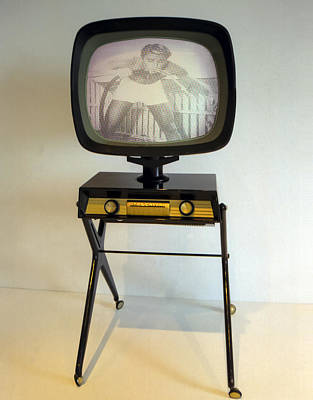 Photograph - Retro Tv by Matthew Bamberg