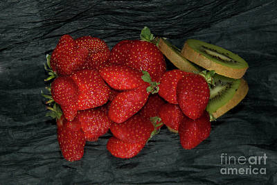 Strawberry With Kiwi Original by Elvira Ladocki