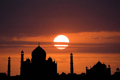 Photograph - Taj Mahal Sunset by Nila Newsom