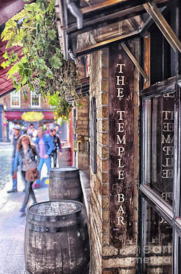 Photograph - The Temple Bar by Jim Orr