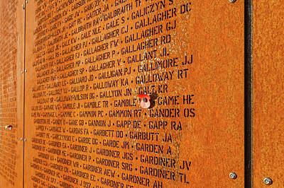 Photograph - Wall Of Names Ibcc by Gary Eason