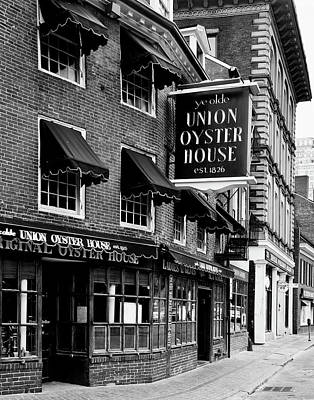 Photograph - Ye Olde Union Oyster House by L O C