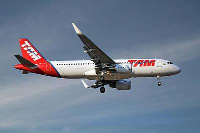 Passenger Plane Photograph - Latam Brasil Airbus A320-214 by Smart Aviation