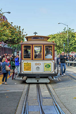 City Scenes - 2416- Cable Car by David Lange