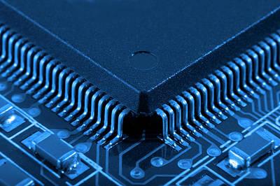 Microchip Digital Art - 28858 Computer Microchip by Anne Pool