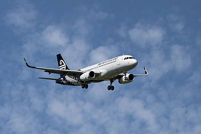 New Zealand Photograph - Air New Zealand Airbus A320 by Smart Aviation