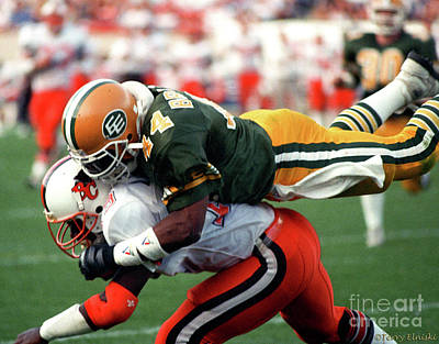 Photograph - Edmonton Eskimos Football - Jeff Braswell - 1989 by Terry Elniski