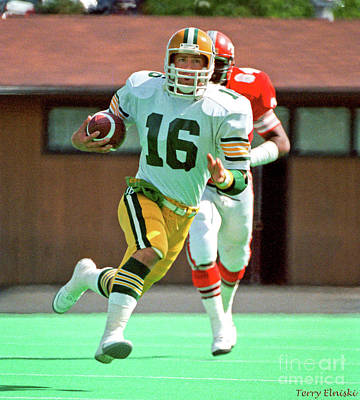 Photograph - Edmonton Eskimos Football - Matt Dunigan - 1985 by Terry Elniski