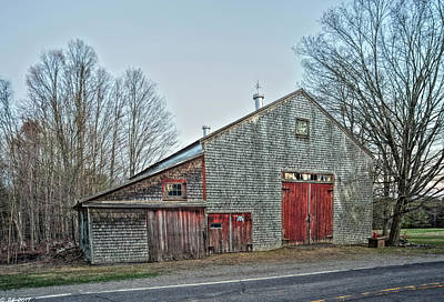 Photograph - Faithful Old Barn by Richard Bean