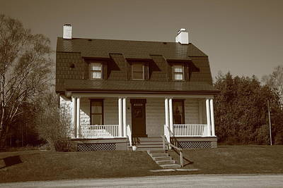Keepers Cottage Photograph - Keeper's House - Presque Isle Light Michigan by Frank Romeo