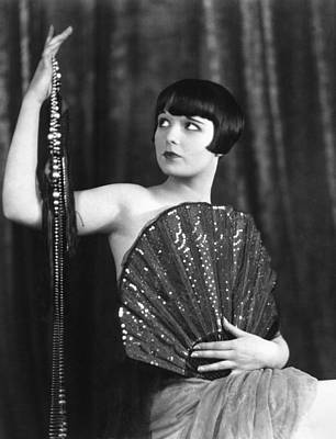 Covering Up Photograph - Louise Brooks, Late 1920s by Everett