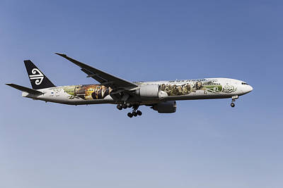 Air New Zealand Hobbit Boeing 777 Art Print by David Pyatt