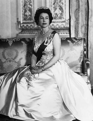 Bh History Photograph - British Royalty. Queen Elizabeth II by Everett