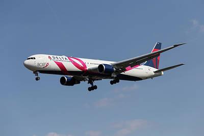 Photograph - Delta Airlines Boeing 767 by David Pyatt