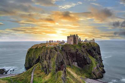 Photograph - Dunnottar Castle by Veli Bariskan