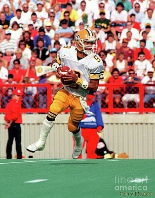 Photograph - Edmonton Eskimos Football - Damon Allen - 1987 by Terry Elniski
