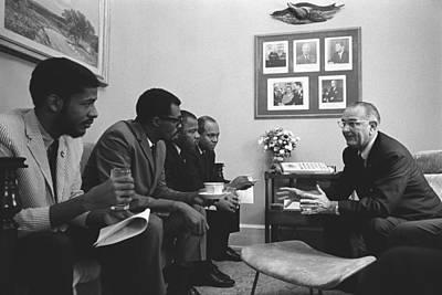 President Lyndon Johnson Meeting Art Print by Everett