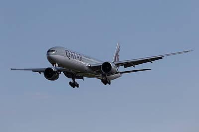 Photograph - Qatar Airlines Boeing 777 by David Pyatt