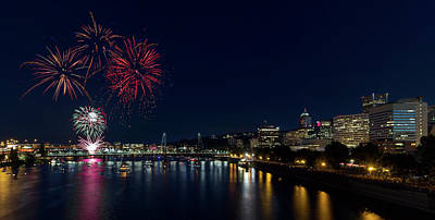 4th Of July Fireworks At Portland Waterfront 2016 Art Print by David Gn