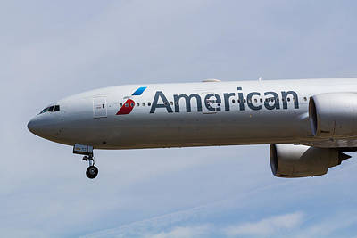 Airlines Photograph - American Airlines Boeing 777 by David Pyatt
