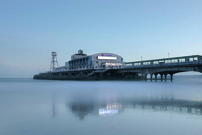 Abstrakt Photograph - Bournemouth Pier - England by Joana Kruse