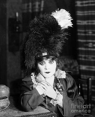 1918 Photograph - Theda Bara (1885-1955) by Granger