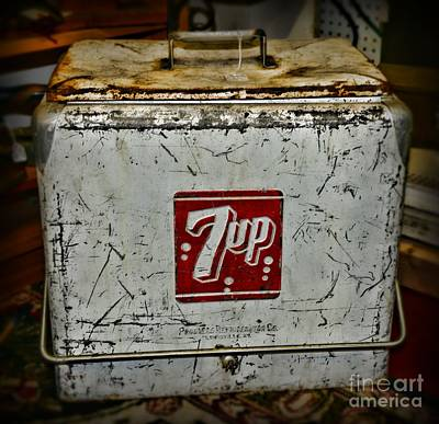 7 Up Photograph - 7 Up Vintage Cooler by Paul Ward
