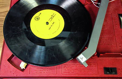 Photograph - 8 Rpm Record Player by Gary Slawsky