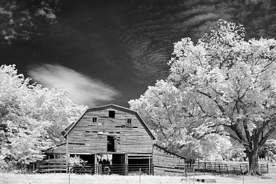 Photograph - 90 Year Old Barn by James Barber