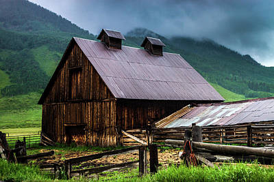 Photograph - A Barn In Crested Butte by John De Bord