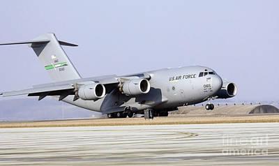 A C-17 Globemaster IIi Lands Art Print
