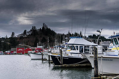 Photograph - A Cloudy Morning At Ilwaco by Robert Potts