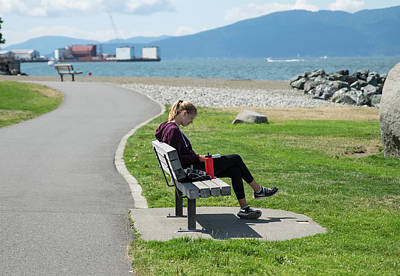 Photograph - A Good Place To Read by Tom Cochran