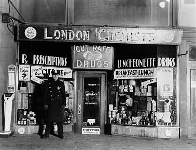 A New York City Policeman Guarding Art Print by Everett