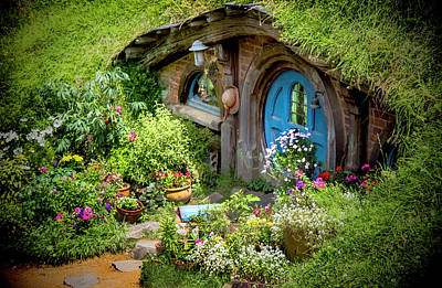 Photograph - A Pretty Hobbit Hole by Kathryn McBride