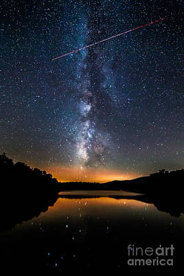 Photograph - A Shooting Star by Robert Loe